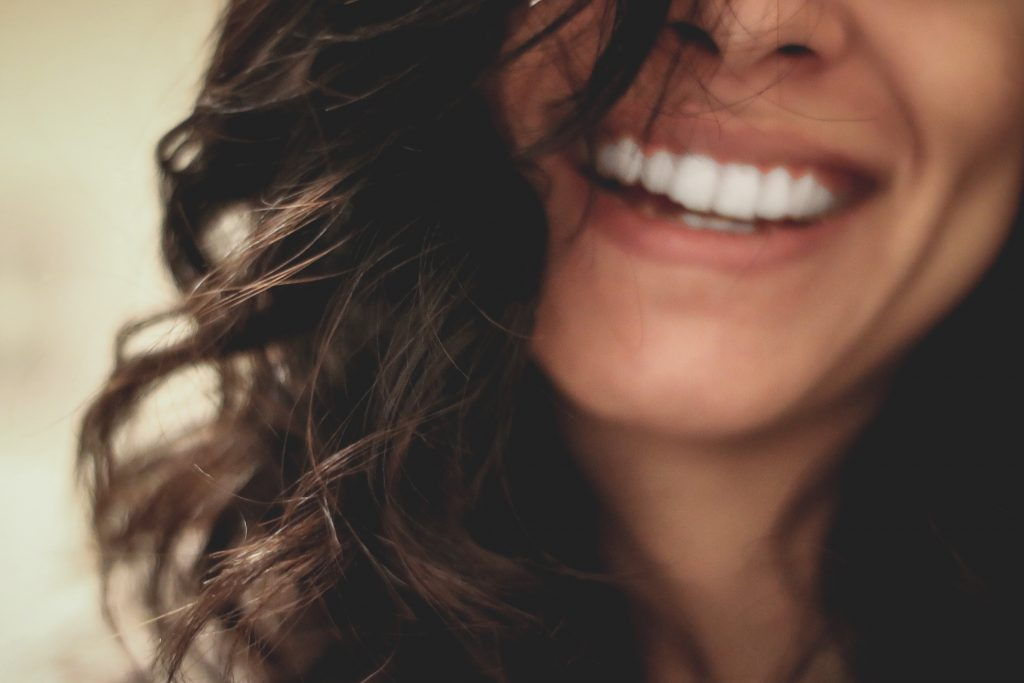 Smiling is an incredibly simple way to feel happy in minutes - www.wavesandwillows.com